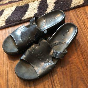 Clark's wife width sandals navy
